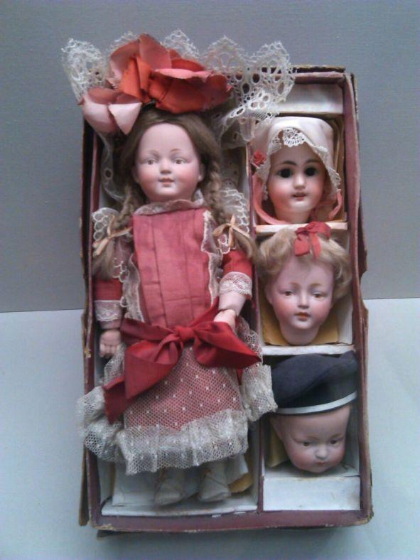 muñecos modernistas